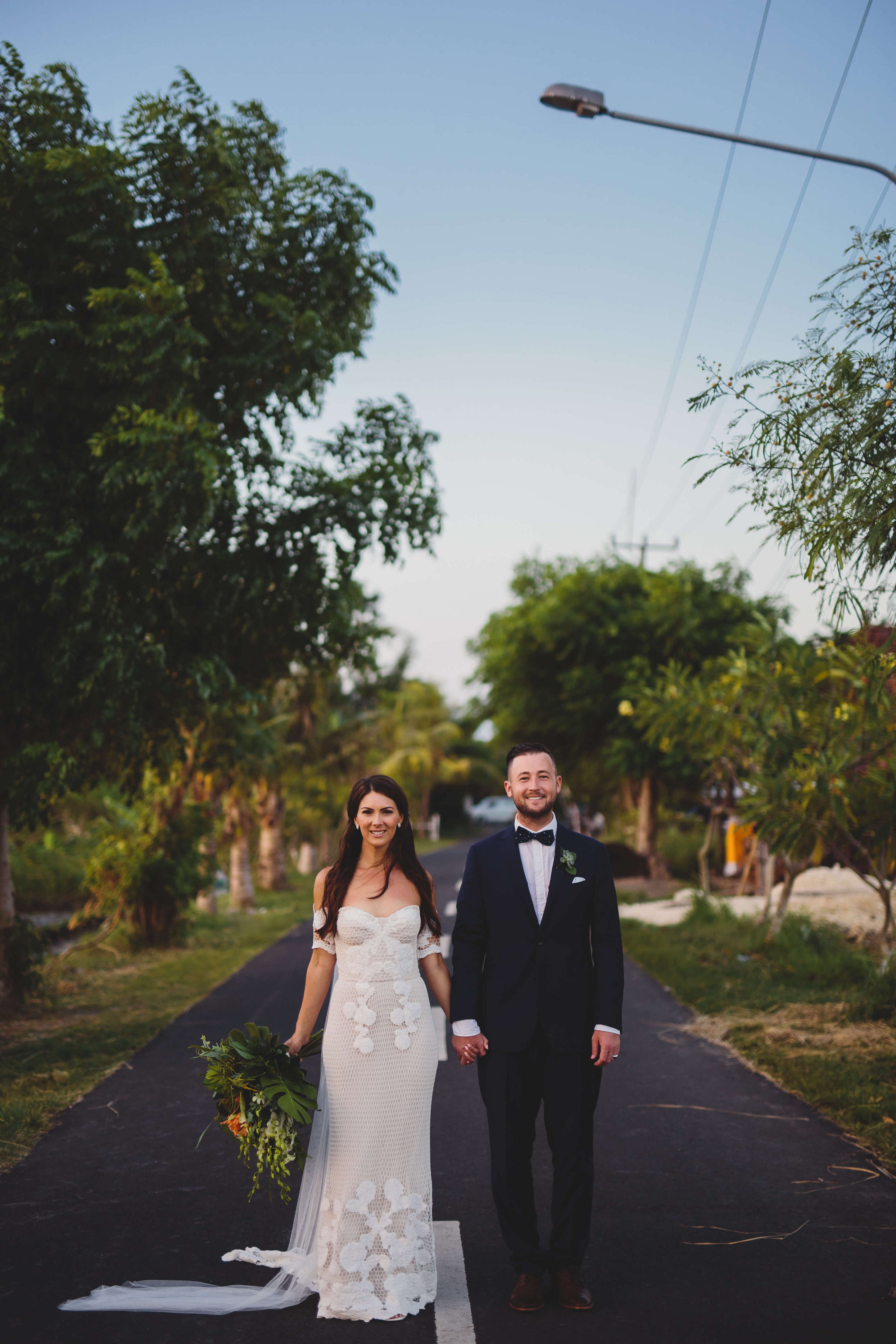 Embracing That Tropical Vibe for Your Wedding: This Bride Shows Us ...